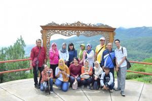 Rekreasi dosen-dosen dan staf Fakultas Psikologi, Universitas Wisnuwardhana Malang.